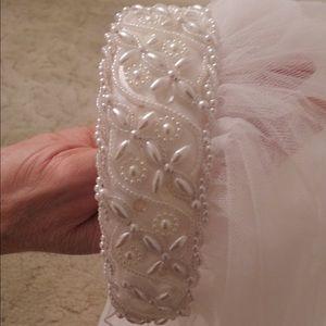 Dresses & Skirts - Wedding Veil