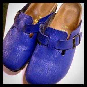 Oiled leather Closed toe clogs