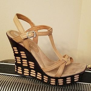 UNIQUE TAN LEATHER OPEN TOED WEDGE HEELS