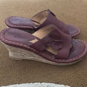 [Born] Drilles Maroon Slip On Leather Wedges