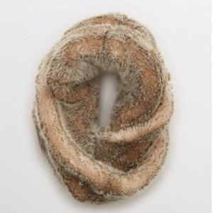 Aerie Furry Twisted Snood