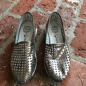 Jeffrey Campbell size 8 silver shoes