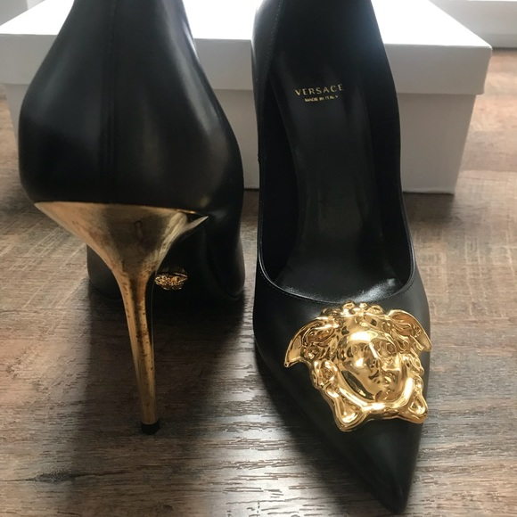 004cf62d46a7 Versace Palazzo pumps black IT sz40   US sz10