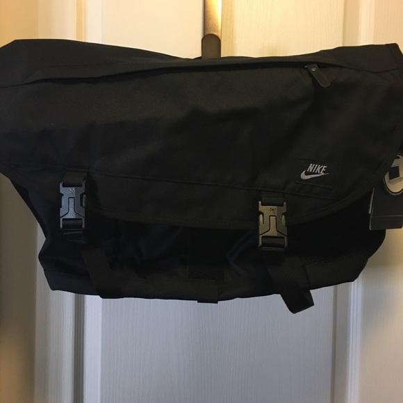 1a0b3fc49c33 NWT Nike Messenger Computer Bag