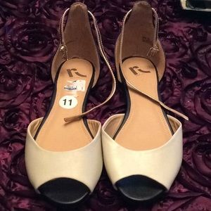 TAN AND BLACK FLATS WITH ANKLE STRAP