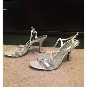NEW Size 8.5 Kelly and Kate Silver Heels