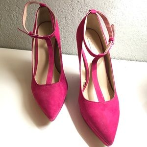 Pink strapped wedges. EXCELLENT condition.