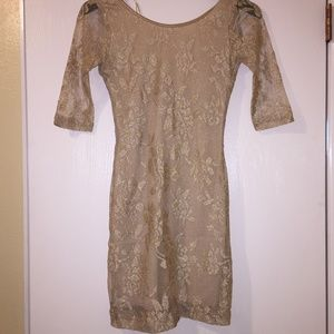 NWT Gold Floral Dress w/ Open Back and 3/4 Sleeves