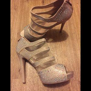 Bedazzle heels 👠