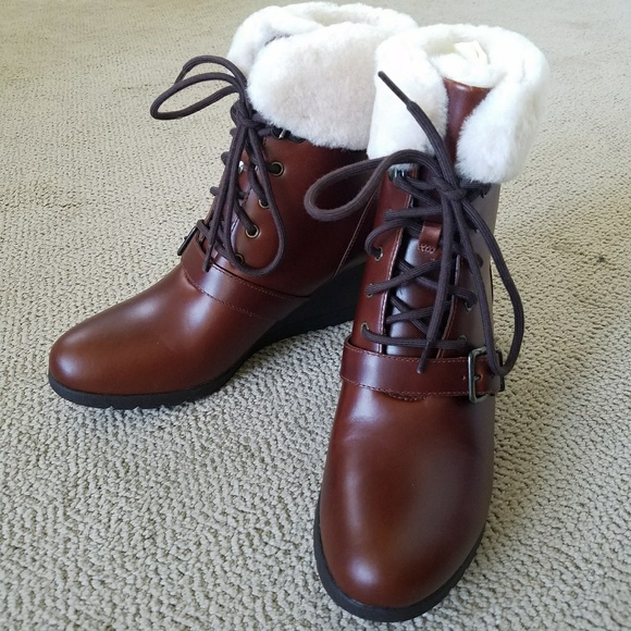 8bf72f4ae8e 🎁UGG Janney Wedge Bootie NWT