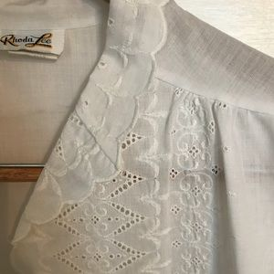 ¡Vintage! White Cotton Blouse w Scalloped Sleeves