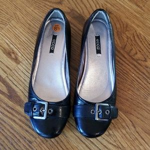 ECCO Black Patent Leather Flats w Buckle 8.5