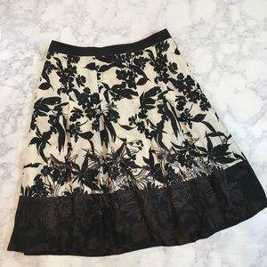 Ann Taylor Floral Black & White Pleated Skirt Sz 4