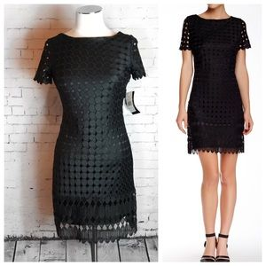 JAX Crew Neck Embroidered Overlay Dress Size: 4