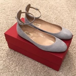 FLASH SALE// Suede Valentino Flats