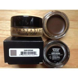 Anastasia Dark brown pomade & #12 Brush