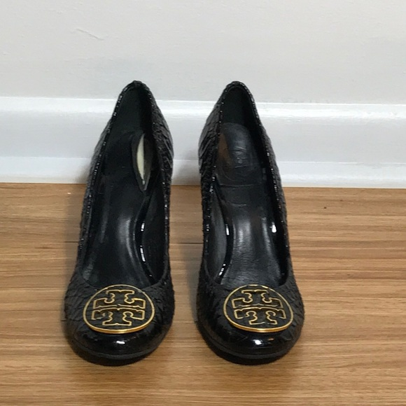 ec3796f4e25 Tory Burch Shoes - Tory Burch sz 6 embossed leather wedges