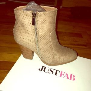 Size 8 - Women's taupe heeled bootie