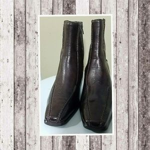 PAUL GREEN leather ankle boots.....size 6.5(4)