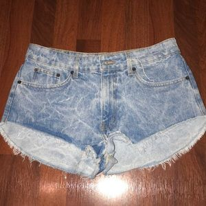CARMAR mid-rise light blue wash denim jean shorts
