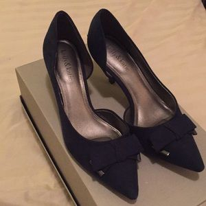 Kelly & Katie Navy Pumps with Bow Tie Sz 7 1/2