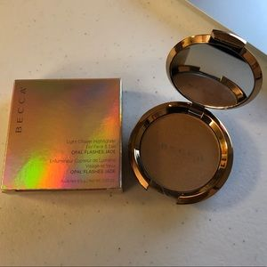 BECCA Light Chaser Highlighter- Topaz flashes Gilt