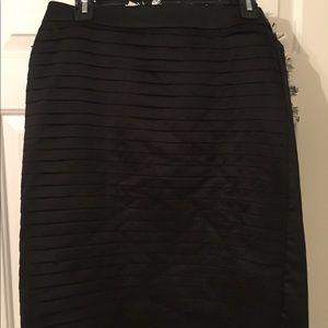 Gently Used H&M All Black knee length skirt