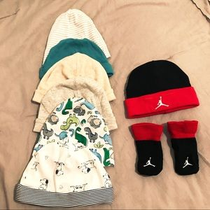 0-6 7 Hat & socks bundle