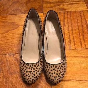 BANANA REPUBLIC Cheetah print wedge heel round toe