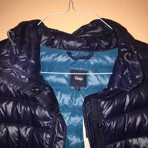 🔥NWT GAP LIGHT DOWN VEST NAVY AND LIGHT BLUE❤️
