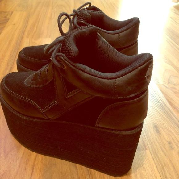 8e49ba2596b0 YRU Qozmo Lo Platform Sneakers 7.5. M 5a2cab70981829e58f04018f