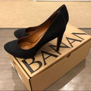Preowned Banana Republic Classic black suede pumps