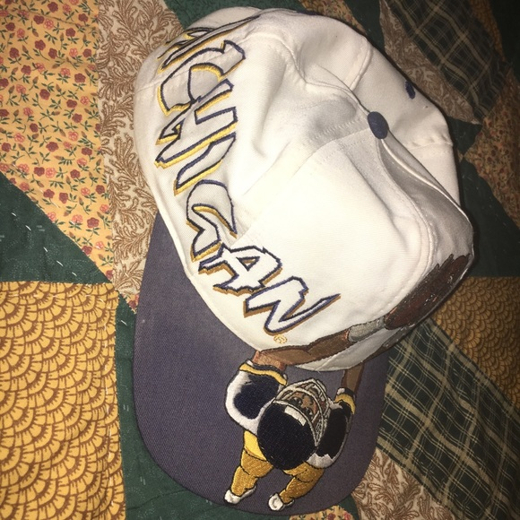 3f65db7c22d80 Rare vintage 90s Michigan Wolverines snapback hat.  M 5a2cb4e29818297f0c043932