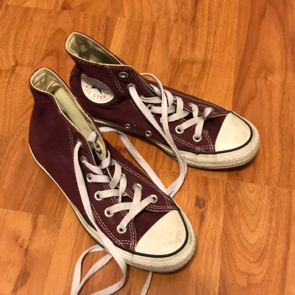 Converse Shoes - maroon converse