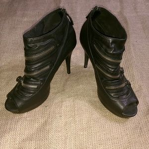 Vera Wang leather heels