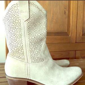 BCBG WOMANS SUEDE BOOTS Size 9-12