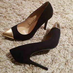 NWT Black and Gold Pointed Toe Heel
