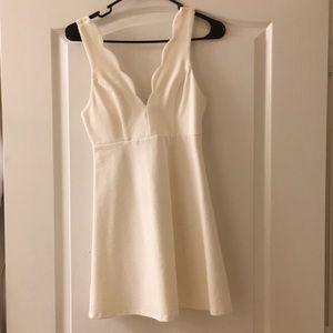 White solemio dress flare scalloped vneck m NWOT