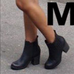 Black Chelsea Chunky Heel Boot
