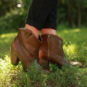 Taupe Western Burnished Boots