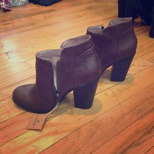Dark brown booties, size 6, never worn