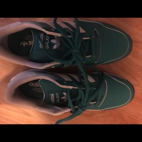 Adidas zapatos  poshmark mujer zapatilla color agradable poshmark  0ed438