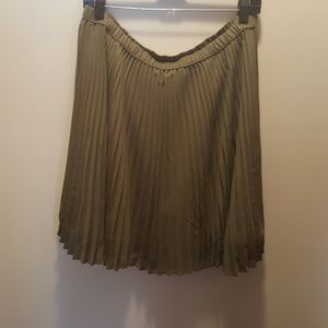 Banana Republic skirt with pleating