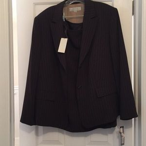 NWT Tahari 2 pc suit 💚