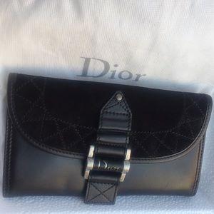 Dior Long Wallet NWT makes a great gift