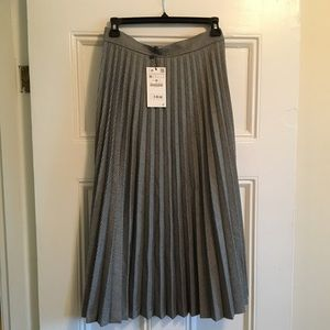 New with tags Zara pleated skirt