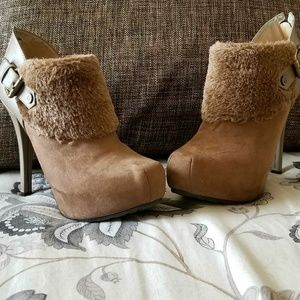 Guess FUR boots!! GOOD AS NEW