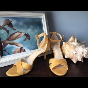 Kelly & Katie yellow summer sandal heels like new!