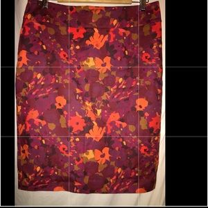 ❤️NWOT.Maroon wFloral Pattern Pencil Skirt by LOFT