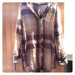 New with tag, never worn aerie button up shirt